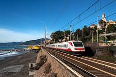 ETR 460 n 25 (Enrico Bavestrello) Tags: railroad nikon liguria railway trains trainspotting trenitalia ferrovia treni cavi ferrovie highspeedtrain cavidilavagna etr460 giretta nikond5000 frecciabianca etr46025 etr460fb