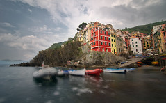 Time has stopped in Riomaggiore (alex notag) Tags: riomaggiore 5 terre cinque ligurie italie italia seascape poselongue longexposure filtre nd ndfilter nd1000