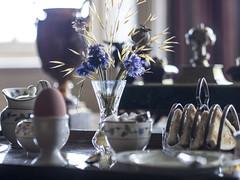 Hampshire 2016: Breakfast is served (mdiepraam) Tags: hampshire 2016 hintonampner nationaltrust england britain breakfast toast egg flowers