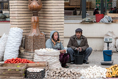 Khiva market (10b travelling) Tags: 10btravelling 2015 asia asien carstentenbrink centralasia dishonqala genericplaces iptcbasic ichonqala khiva otherkeywords polvondarvoza silkroad sovietunion ussr uzbek uzbekistan xiva east gate market onions potatoes tenbrink thestans tomatoes veg vegetables