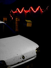 Gloom (Jean-Luc Lopoldi) Tags: voiture capot nightfall xmasdecorations guirlandes tombedelanuit