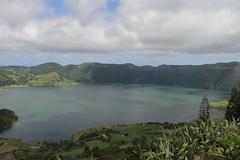 Lagoa das Sete Cidades, So Miguel (twiga_swala) Tags: blue verde green portugal miguel gua azul volcano scenery san sete lagoon lagoa laguna serra sao volcanic pau so miradouro vulcano azores cidades aores vulco barrosa vulcanic acores somiguel
