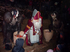 Krampus - Tarvisio Centrale 05.12.2014 (Pierino Beltrame) Tags: show italy monster costume scary europa europe italia european mask euro devils horns parade event demon devil monsters tradition perchten diavolo maschera demons diavoli friuli centrale umlauf costumi krampus masken maschere sfilata corna 2014 teufel knecht beltrame nicol friuliveneziagiulia tarvisio pierino tradizione paraded valcanale esibizione teufels nikolau tarvisiano tarvisiocentrale