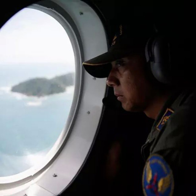 FOUND AIRASIA PLANE #QZ8501 DEBRIS OR BODIES IN JAVA SEA