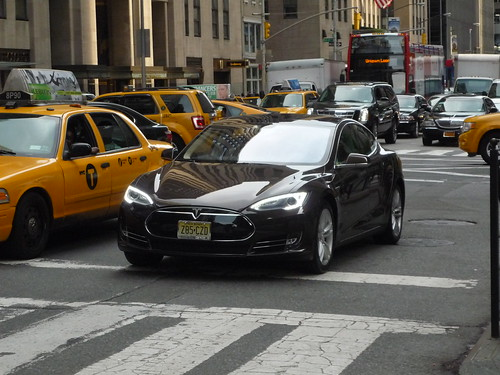 road street new york city nyc urban black green apple electric america sedan big model state metro manhattan united north s clean midtown queens american plug vehicle metropolis states avenue northeast far rockaway tesla worldcars