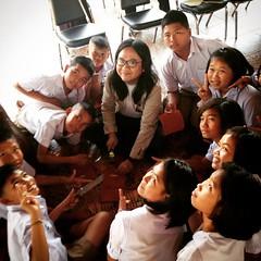 ครูกัซมาสอนน้องๆนักเรียนที่โรงเรียนหนองวัวซอ และ อีก 2 โรงเรียน ที่จังหวัดอุดรธานี ร่วมกับทาง MUJI THAILAND และ มูลนิธิ EDF เพื่อการศึกษา, น้องๆน้อยๆน่ารักกันมาก ได้กระเป๋าไปใช้กันคนละใบกว่า 60คน มอบหนัง และอุปกรณ์เพิ่มเติม ให้กับทางฝ่ายคุณครูฝ่าย
