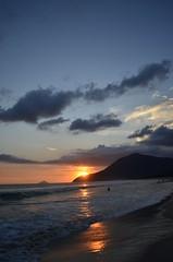A valuable Sunset (TY_Yamaguti) Tags: sunset sea orange beach water sand prdosol nikond5100