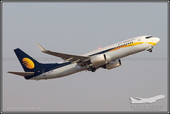 Jet Airways Boeing 737-800 (Yatrik Sheth) Tags: india airplane airport aeroplane boeing 737800 boeing737 9w blr jetairways vobl kempegowdainternationalairport
