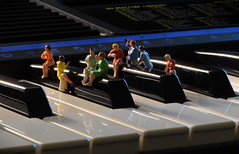 Piano Bar (done by deb) Tags: miniaturefigurines miniaturepeople miniatures preiser pianokeys piano tinyworlds hofigurines