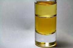 Vinegar & Oil - Opposites,HMM (Wenninger Johannes) Tags: opposites macromondays makro macro macrophoto macrophotography makrofoto makrofotografie foto fotografie photo photography vinegar oil linz austria sterreich fluid fluids liquid liquids