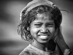 Miniere di Dhanbad (daniele romagnoli - Tanks for 15 million views) Tags: portrait india monochrome smile face monocromo nikon asia child indiana sguardo indie sorriso coal enfant ritratto indien biancoenero  inde miners bambina jharkhand   dhanbad  coalmines  carbone miniera indija    minatori d810    indiadelnord jharia romagnolidaniele