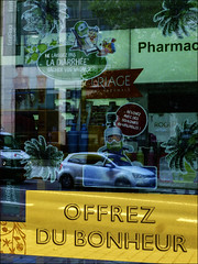 La turista, c'est que du bonheur! (chando*) Tags: diarrhea diarrhée ercéflora pharmacie pharmacy shopwindow streetphotography vitrine words