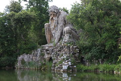 (danielebenvenuti) Tags: trees verde green monument water stone alberi canon florence reflex outdoor monumento tuscany firenze toscana acqua pietra canon700d