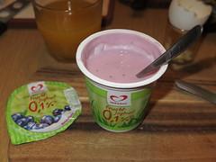 Fruchtjoghurt Heidelbeere (von Herzgut) (multipel_bleiben) Tags: essen frhstck joghurt obst