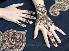 Hands painted with henna (2015) (olga_rashida) Tags: naksh henna mehndi hennatattoo hand main bodypainting bodyart krperbemalung kunstamkrper peinturecorporelle hennadesign tatouageauhenn mehndidesign hennamalerei hennabemalung httpwwwhennaundmehrde art kunst   mehandi mehendi berlin