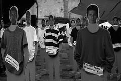 Día de la memoria por los 43 estudiantes. (Max Bousrouil) Tags: blackwhite maximebousrouil nb bw noiretblanc negroyblanco nyb mexico disparition scandale morelia estudiantes students etudiants justice justicia michoacan guerrero photo voyage photojournalisme implication memoire memory memoria enfants dontforget soutenir journalisme fotografo photographer mexique ville souvenir 43 tshirt gourvernement joven jeune homme men man hombre hombres