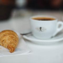 Break morning (Little wanderer) Tags: d610 50f14 breakfast morning early milazzo bar cappuccino coffee croissant