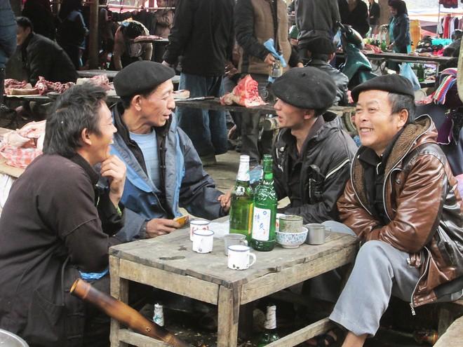 thưởng thức rượu và tâm tình chợ lùi Sà Phìn