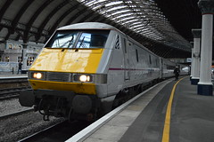 91118 Arrives at York, While Working a Service To Newcastle. (houndog1372) Tags: york eastcoast class91 91118 houndog1372 virgineastcoast