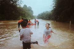 Fun (bayualamfoto) Tags: rescue film photography team flood ishootfilm portra masjid kuantan pahang catastrophe filem filmphotography temerloh wakaf filmcommunity believefilm kuantanku banjerosquad