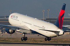 Delta Air Lines Boeing 767-432(ER) cn 29702 N831MH (Clment Alloing - CAphotography) Tags: barcelona sky lines cn canon airplane airport aircraft air bcn flight engine ground delta off aeroplane landing 7d take boeing airways balcon aeropuerto spotting t1 barcelone 100400 29702 07l lebl 767432er 25r n831mh