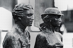 """Hendrik & Katrien"" (Rick & Bart) Tags: city sculpture statue bronze belgium hasselt limburg brons rickbart rickvink hendrikkatrien"