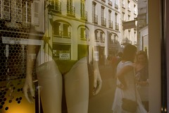 streetfashion6 (lux fecit) Tags: paris street fashion window reflet reflection shop