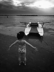 (Luca Montanari Photos) Tags: portrait smartphonephotography dramaticblackandwhite italianbeach abruzzo artisticblackandwhite snapseed iphone6ssnapseed iphone6sphotos iphone child boat blackandwhitebeach bn beach
