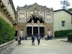 Exiting the Vasari corridor next to the Buontalenti Grotto in the Boboli Gardens, Florence (libscouse) Tags: italy florence firenze grotto garden boboli