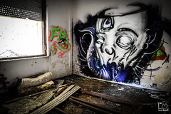 Octopus Psycho (Luca_Mapelli) Tags: luca mapelli photo foto photogalaxy locale room stanza psycho psicopatico mostro monster tentacoli tentacles polipo octopus abbandonato abandoned urban decay degrado urbano occhi terzo occhio eyes triple eye graffiti murales murals tag lacrima tear colori colors writers distruzione distruction window finestra luce light