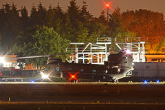 RAF Chinook (Jaapio) Tags: aviation aircraft heli helikopter helicopter raf airforce royal air force ah64d ah64 ch47 lynx westland boeing ehwo night flying ngv vission refueling hot