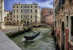 _GC01554 (gianmaria.colognese) Tags: canale venezia palazzi architettura ponte bridge buildings acqua water bricks mattoni