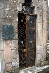 old tomb with rusty grill (VinayakH) Tags: tombs tomb recoletacemetery recoleta larecoletacemetery cemetery buenosaires graves argentina latinamerica southamerica mausoleum artnouveau artdeco neogothic baroque architecture