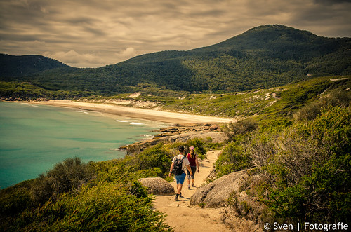 Hiking to Squeaky Beach