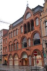 Winkelhuis Callebert, Roeselare (Erf-goed.be) Tags: geotagged westvlaanderen roeselare callebert archeonet winkelpand huibhoste winkelhuis geo:lat=509463 geo:lon=31258 indenguldenbliek