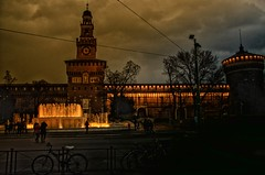 Quell'angolo del castello....... #8 (Jean-Pierre54) Tags: milano fontana castellosforzesco sera piazzacairoli