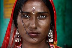 La donna indiana (Giacomo Gallina for TONY HASSLER) Tags: travel portrait people woman india man men canon magazine blu poor panama himalaya rajasthan reportage ladah