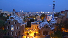 Parc Guell (Barcelona) (arka76) Tags: barcelona gaudi architecture europe 2016 bluehour anochecer summer parcguell