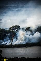 Incendio platamona (11) (Autolavaggiobatman) Tags: canadair fuoco incendio platamona pineta elicottero stagno fiamme fumo mare sardegna
