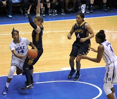 Ka'lia Johnson passes to Sierra Calhoun: Duke v. Marquette (vanherdehaage) Tags: basketball nc women durham northcarolina duke cameronindoorstadium dukewomensbasketball sierracalhoun kaliajohnson