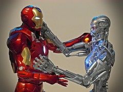 NECA - 1/4 Iron Man Mark VII & T-2 Endoskeleton - Cross of Iron (My Toy Museum) Tags: man iron 14 terminator t2 neca endoskeleton