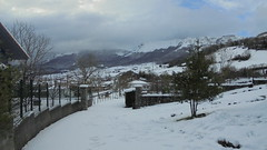 Nieve en Ordua (Indautxu71) Tags: winter espaa paisajes snow weather clouds landscape spain scenery cloudy outdoor walk nieve environmental paisaje hike mount paseo nubes invierno nublado monte february stroll caminata bizkaia fe