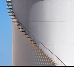 shadows (marianna_a.) Tags: light shadow usa white stairs drum steps container oil coloradosprings curve mariannaarmata p2530255 f64g77r1win