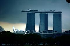 DSC_9375pMArina Bay Sands (T100Timlen) Tags: singapore mbs marinabaysands sillouette gimp