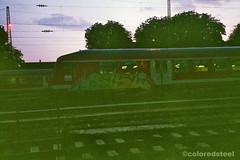 imm004_2A (coloredsteel) Tags: rollei 35 se rossmann 400 fuji graffiti ulm train writing bombing trainspotting coloredsteel streetart analog street photography