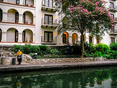 (photo.po) Tags: canong10 canongseries canoncompactcamera hotel reflections river serenity tranquility worker working downtownsanantonio riverwalk satx tx flickrclubsa landscape nature