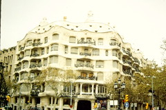 1997-11-25 Barcellona 06 (MicdeF) Tags: barcellona casamil nikon novembre1997 pedrera scan scansione geo:lat=4139529275 casamil geo:lon=216184683 geotagged dia diapositiva slide vecchiefoto