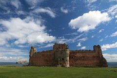 Tantallon castle (Fredww) Tags: scotland lothians castle