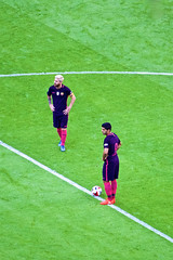 Messi & Suarez (cchana) Tags: barcelona barelona lfc liverpoolfc liverpool fcb football match players grass wembley game soccer lionelmessi messi luissuarez suarez kickoff