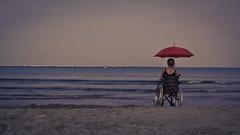 Les écorchures au fond de moi. (Yvan.David) Tags: d7100 dark dream femme poésie poetry portrait plage douleur handicap mere yvandavid souffrance